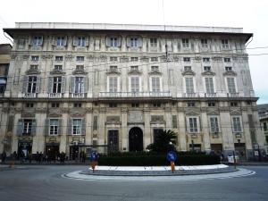 palazzo Belinbau già Cattaneo 1611 nel piano nobile affreschi di L. Tavarrone storie di colombo