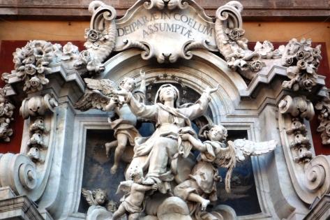 gruppo scultoreo del portale della basilica di N.S.Assunta di Carignano