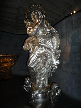 Madonna in argento cesellato e sbalzato XVIII sec.