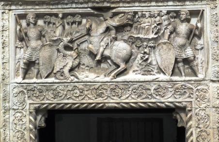 soprapporta del XIII secolo